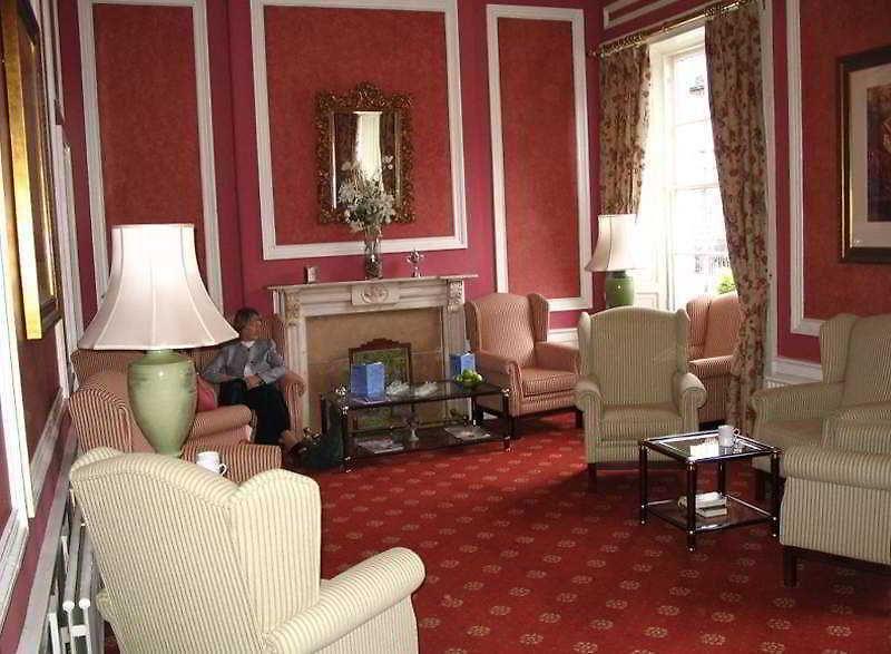 Groovy Albany Ballantrae Hotel Edinburgh Low Rates No Hidden Fees Andrewgaddart Wooden Chair Designs For Living Room Andrewgaddartcom